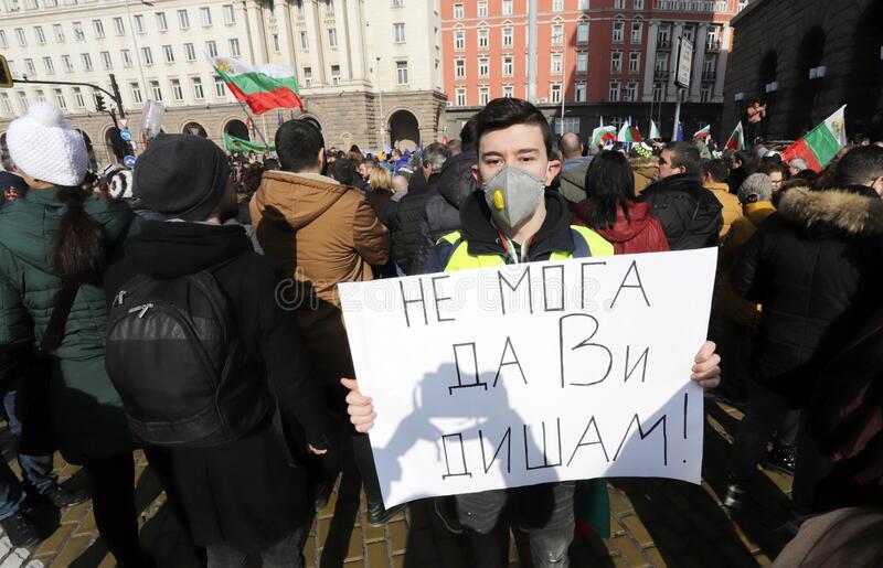 Активисти ја тужат бугарската влада за илегално палење отпад
