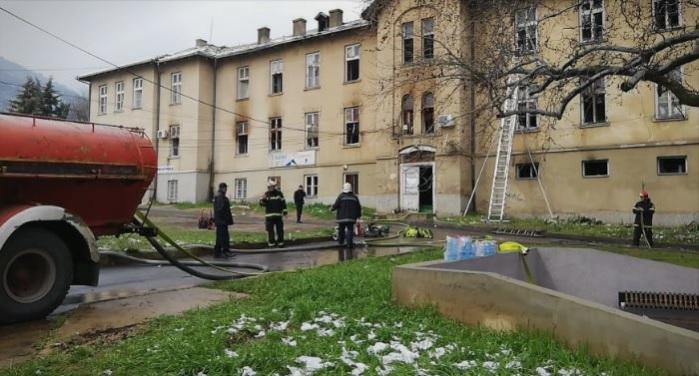 Пожар во ТВ Вис Струмица – повредени тројца пожарникари