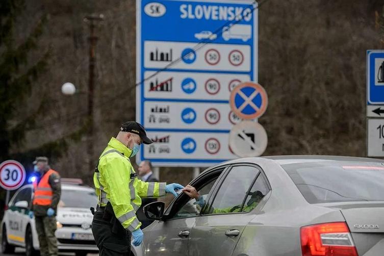 Словачка преку мобилен ќе го следи движењето на заразените со Ковид-19