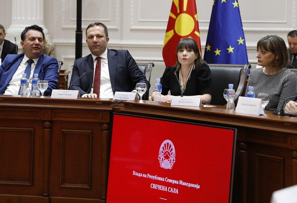 """Владата ќе ја прави """"Македонија без кал"""": Ќе санира 450 километри локални улици и патишта"""