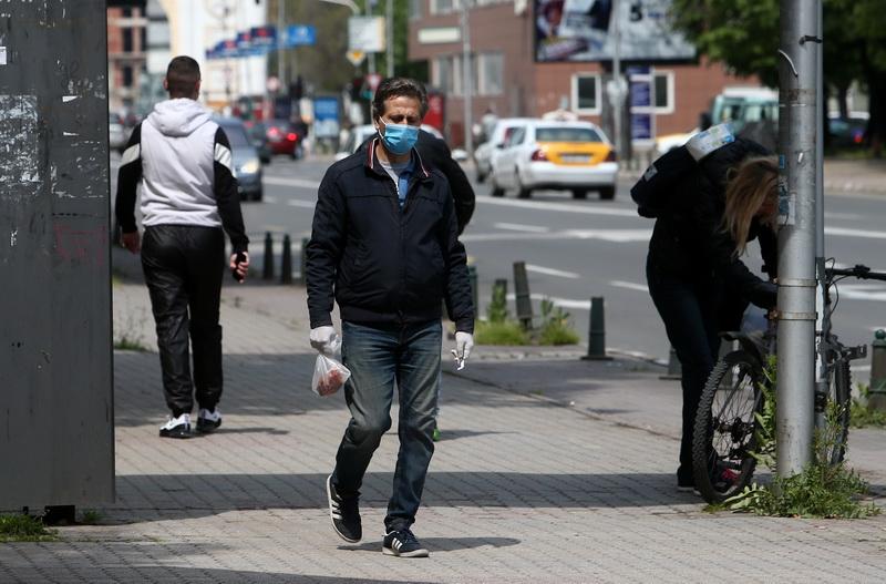 Казнети 599 граѓани поради неносење маска