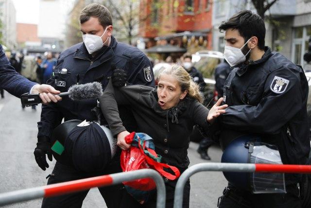 Над 100 уапсени демонстранти на протестите во Берлин