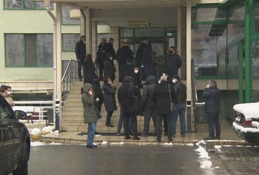 Двајца бугарски пратеници со сомнителни резултати на тестовите за корона вирусот