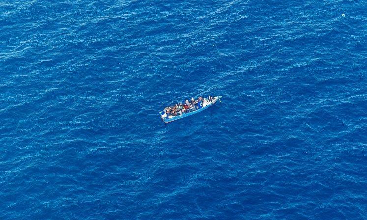 Најмалку 20 луѓе умреле од глад плутајќи два месеци на море