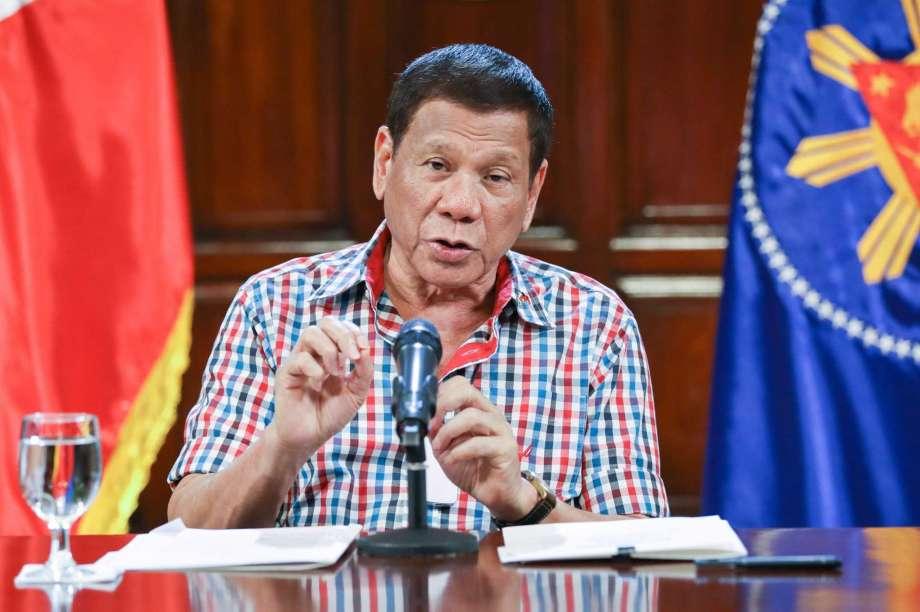 Филипинскиот претседател Дутерте се закани дека ќе го укине Фејсбук во земјата
