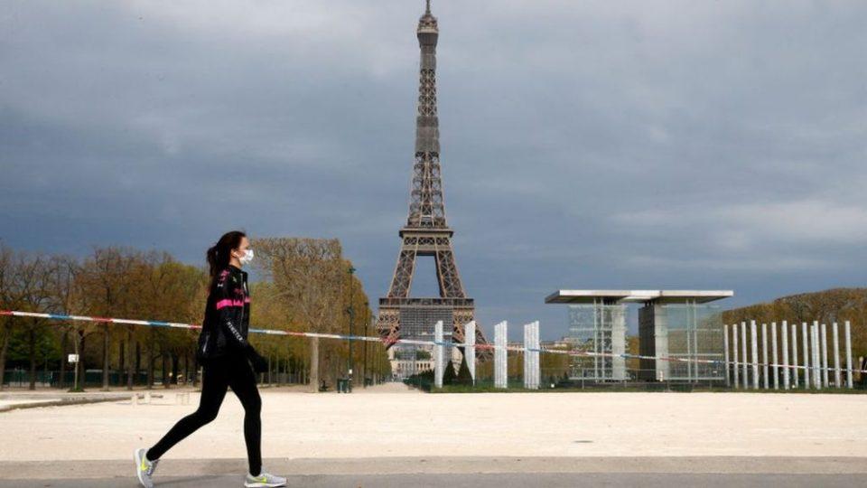 Франција ќе го олеснува карантинот во три фази