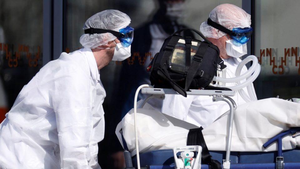 Околу 2.200 медицински работници заразени од Ковид-19 во Париз
