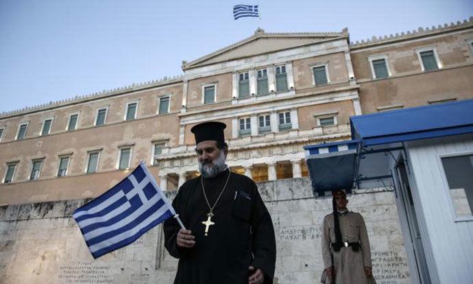 По отворањето на плажите, Грција од денеска ги отвoри и црквите