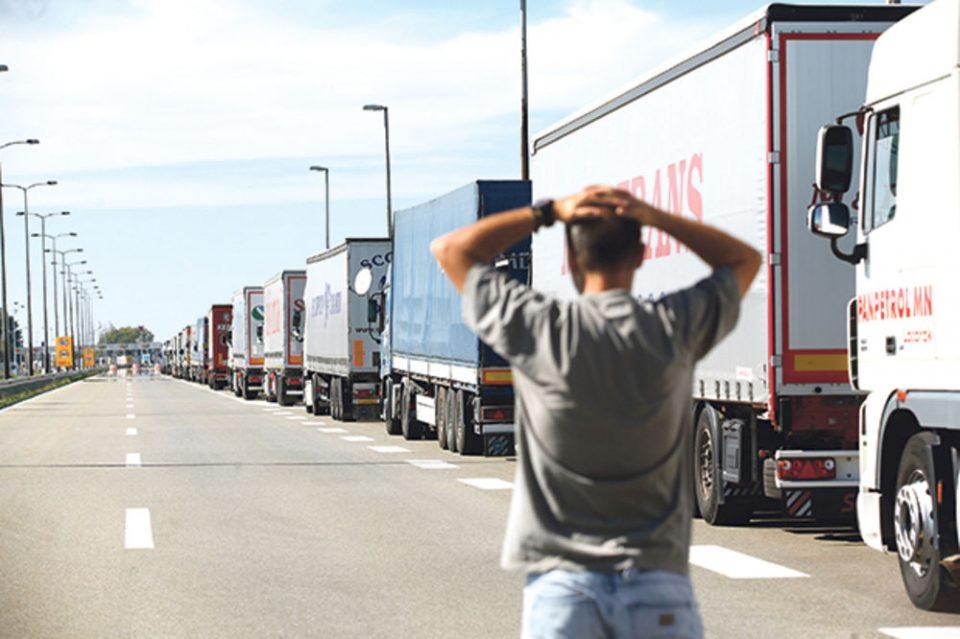 Грчките камионџии реагираат за новите мерки на граничните премини со Македонија и Албанија