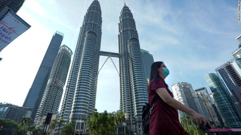 Малезија им нареди на жените да не им преречуваат на сопрузите додека се во изолација