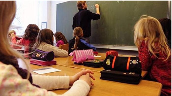 Од околу 800 училишта кои доставиле барања 554 добиле дозвола за настава со физичко присуство