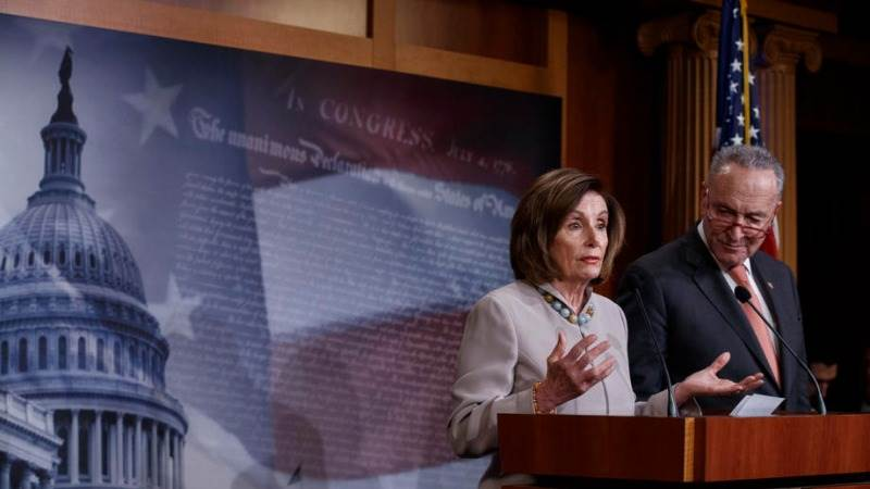 Демократите бараат 500 милијарди долари нова помош, удвојувајќи го планот на Трамп