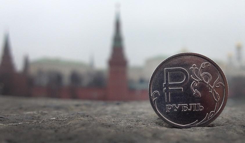 Падот на цената на нафтата предизвика девалвација на валутите во Русија, Канада и Индија