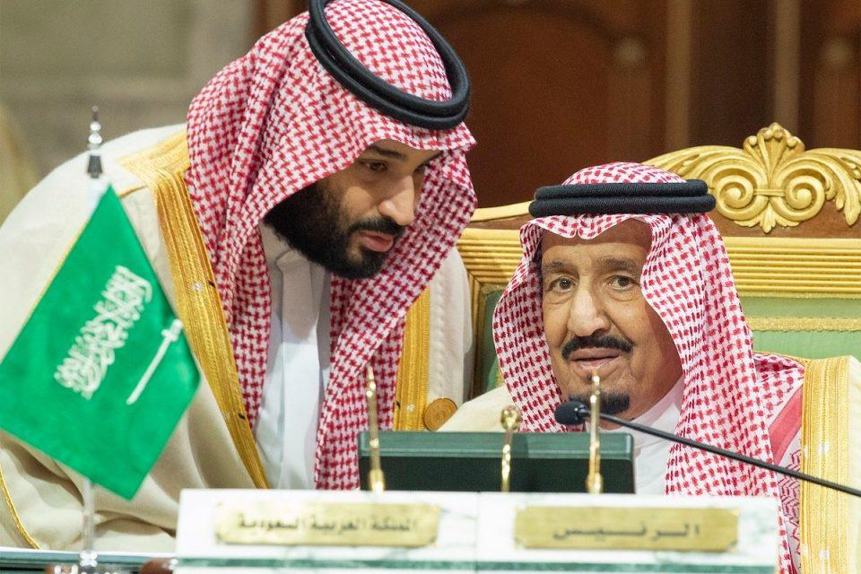 Корона вирусот се шири во кралското семејство на Саудиска Арабија: Кралот Салман евакуиран на остров