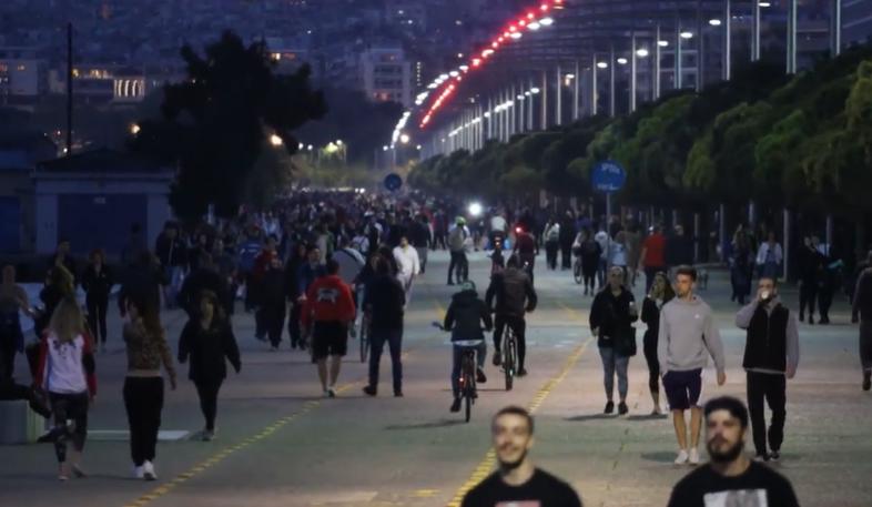 (ВИДЕО) Еве како солунчани ги пречекаа полабавите мерки на грчката влада
