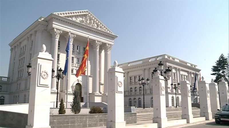 МВР да ги стопира тековните постапки за распоредувања и унапредувања, одлучи Владата