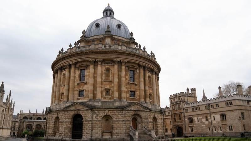 Оксфорд ќе започне со испитување на вакцината против Ковид-19 врз луѓето