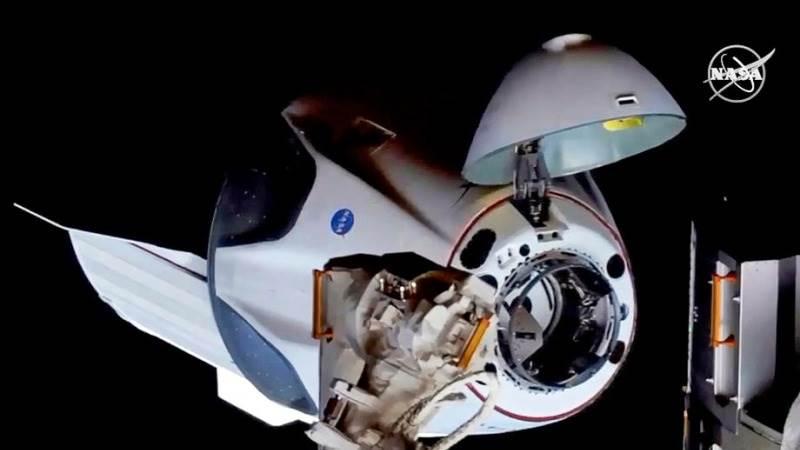 Шефот на Роскосмос им честита на Спејс Екс и НАСА
