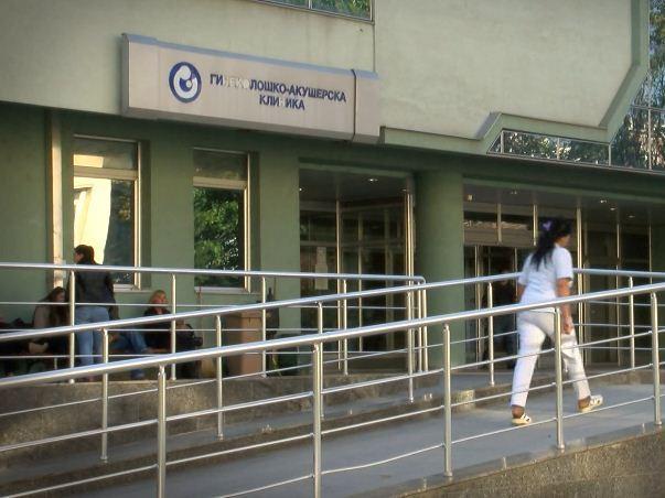 Француската амбасада донираше заштитна опрема на Клиниката за гинекологија и акушерство во Скопје
