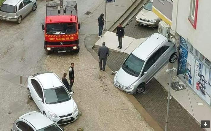 """(ФОТО) Полицијата го истражува """"легендарното"""" паркирање во Битола"""