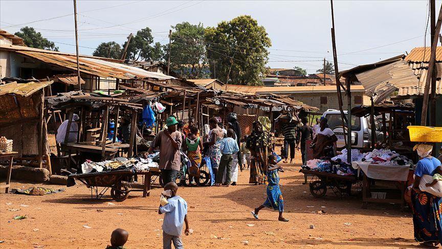 Стотици луѓе избегале од карантин во Африка