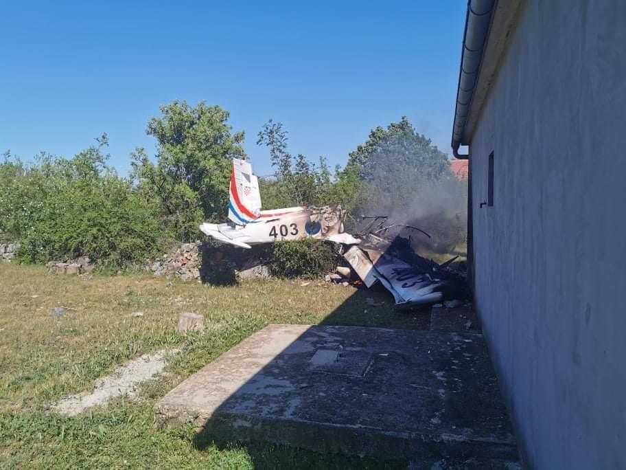 Две лица загинаа при пад на воен авион во Хрватска
