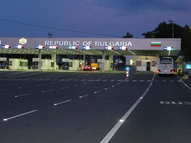 Бугарија го укинува задолжителниот 14-дневен карантин за Македонците
