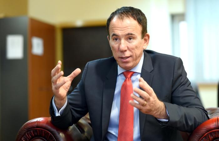 Ден Дончев додека бил директор на ФЗО незаконски извршувал консултантски услуги