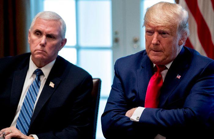 Двајца помошници на Доналд Трамп и Мајк Пенс се позитивни на корона вирусот