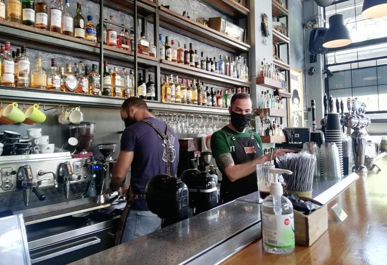(ФОТО) Прво пост-карантинско кафе за граѓаните на Грција