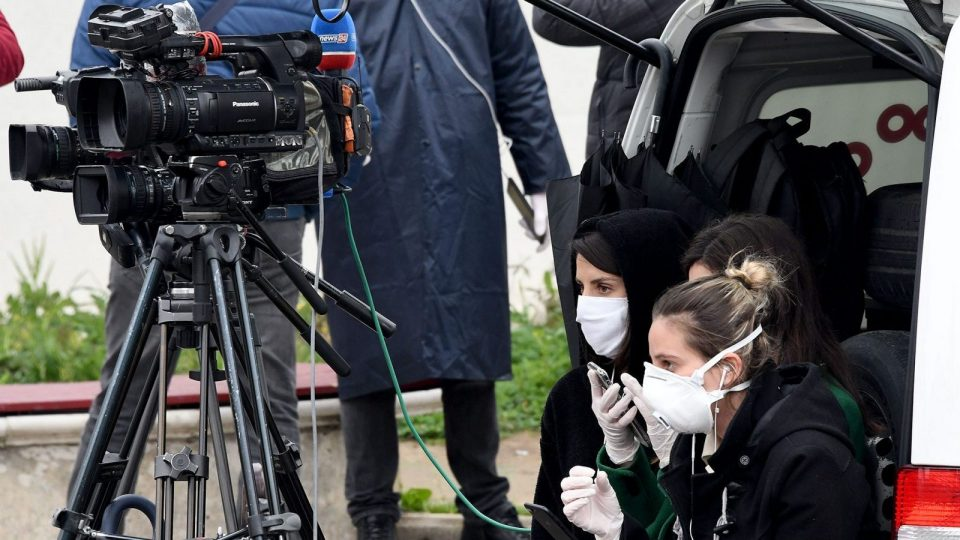 Кризата со коронавирусот ги погоди и медиумите