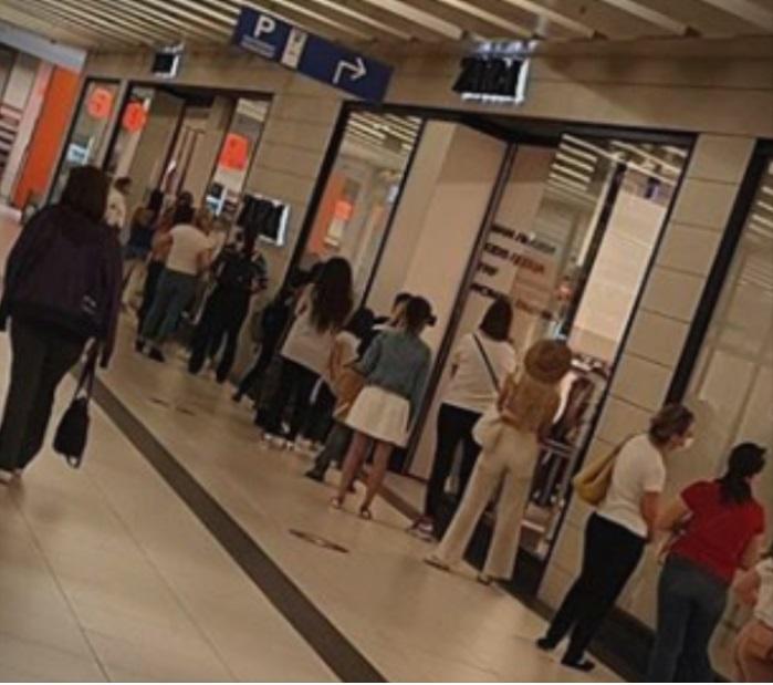 (ФОТО) Долги редици пред продавниците во скопските молови