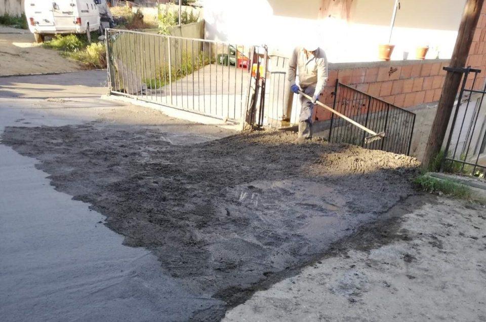 (ФОТО) Уништена улица во Ромското маaло во Кочани: Жителите го распоредувале бетонот по сопствена воља