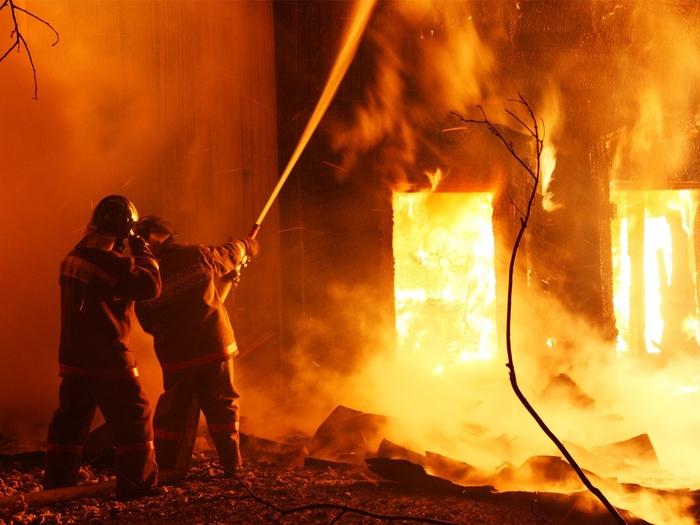До темел изгоре куќа на четиричлено семејство од кривопаланечкото село Луке