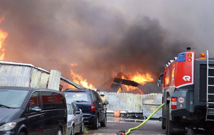 (ВИДЕО) Голем пожар во близина на аеродромот Тегел во Берлин