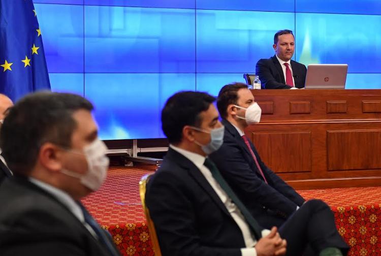 ВМРО-ДПМНЕ: Димитров е министерот кој го смени името и тргува со идентитетот, затоа му гори под нозете