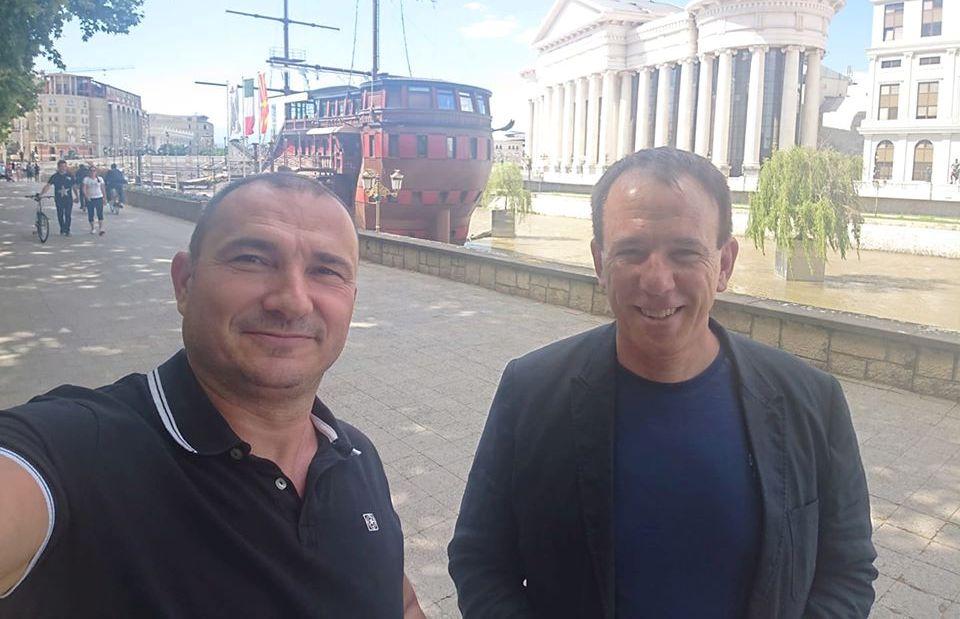 Стојанче Ангелов го најде Ден Дончев: Ти го мислиш летнал за Австралија, а тој насмеан се шета