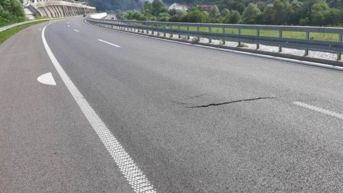 Тетовец починал, откако со товарно возило удрил во метална ограда на автопатот Тетово – Скопје