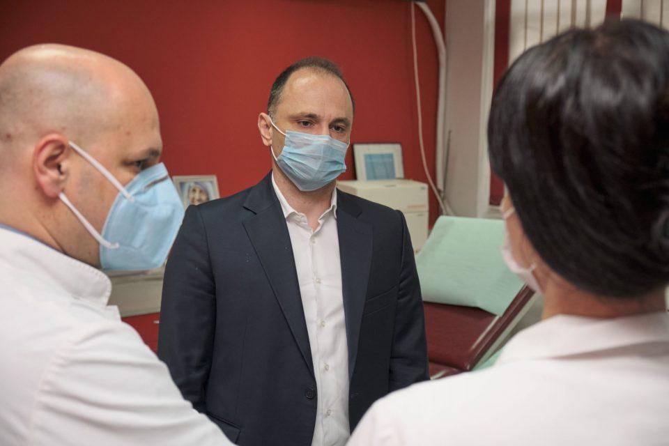 Пет пациенти во Македонија заразени со коронавирус се излекувани со крвна плазма