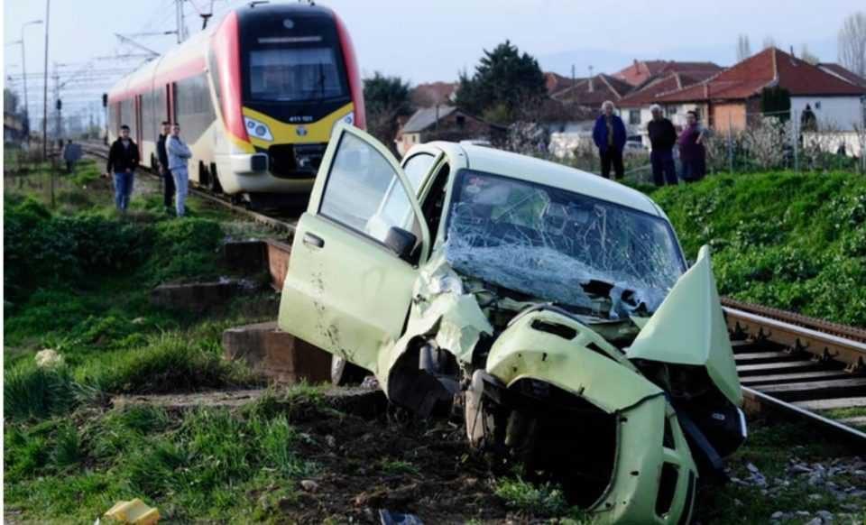 Возилото во кое удри воз во кај Велес паднало од регионалниот пат
