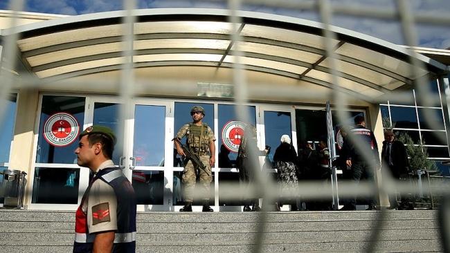 Доживотен затвор за 121 лице поради обидот за воен преврат во Турција