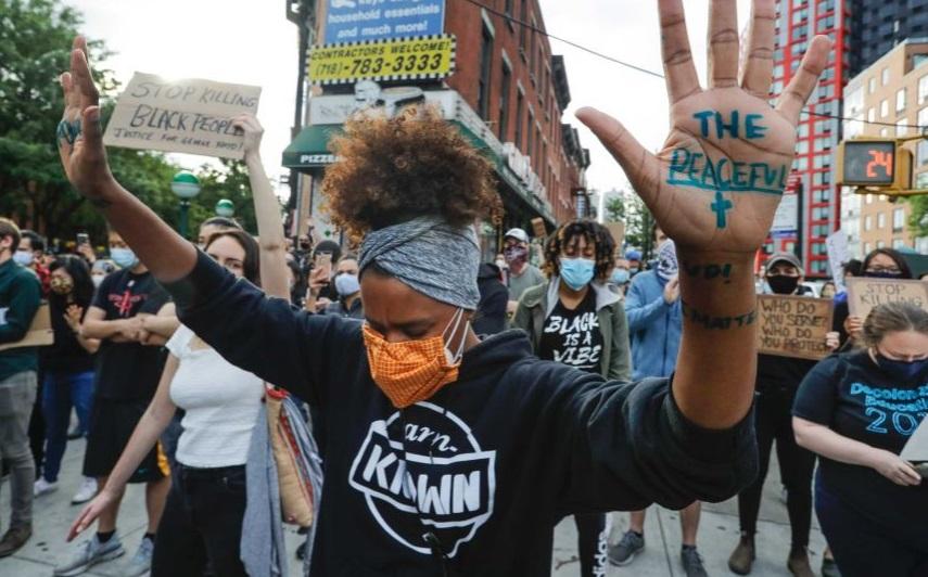 Државата Њујорк бара сите кои протестираат за Џорџ Флојд да се тестираат
