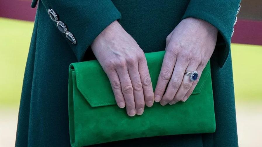 Што сѐ се наоѓа во чантата на Кејт Мидлтон?