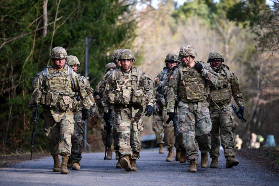 Берлин потврди дека САД размислуваат за повлекување војници од Германија