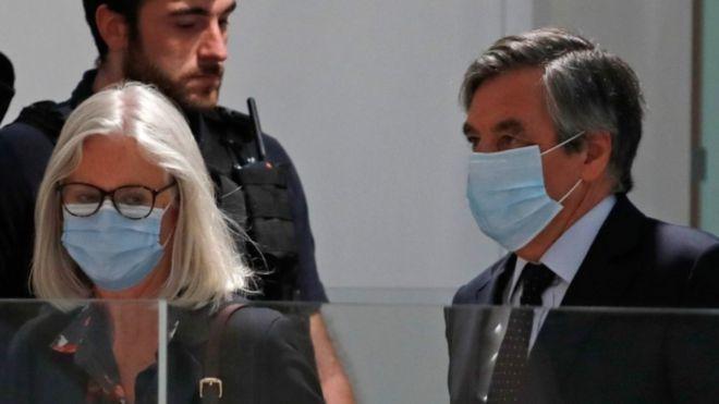 Поранешниот француски премиер Франсоа Фијон осуден на пет години затвор за измама