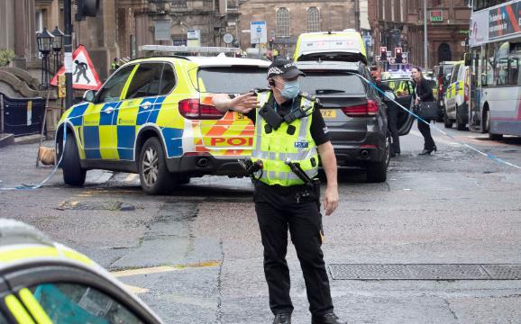 (ВИДЕО) Три лица избодени до смрт во центарот на Глазгов