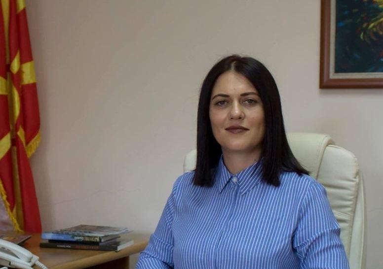 (ФОТО) Градоначалничка на СДСМ шири Ковид-19: Во затворен кафич славеле роденден со бенд