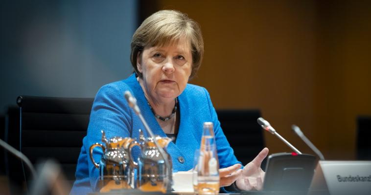 Меркел: Пандемијата најмногу ги погоди жените