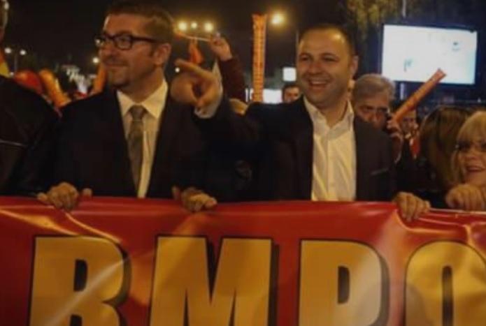Мириса на пораз: Заев панично побара од Мицкоски поддршка за вмровски пратеници, Мицкоски до одговор: Силно ќе загубите, нема пазари