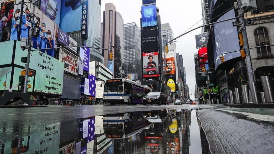 Њујорк ги затвора училиштата
